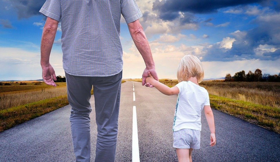 Comment s'adapter à la vie de père célibataire ?